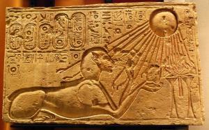 Akhenaten_as_a_Sphinx_(Kestner_Museum)